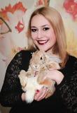 Кролик девушки и пигмея Стоковая Фотография RF
