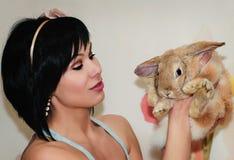 Кролик девушки и пигмея Стоковое фото RF