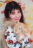 Кролик девушки и пигмея Стоковые Фотографии RF
