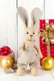 Кролик и подарочные коробки игрушки Стоковая Фотография
