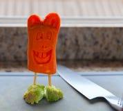 Кролик сделанный моркови обутой в фото запаса брокколи тапочек стоковое изображение rf