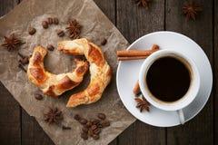 круасанты coffe придают форму чашки 3 Стоковое фото RF