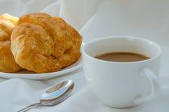 Круасант и кофе для завтрака Стоковые Фотографии RF