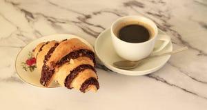 Круасант и кофе стоковые фотографии rf