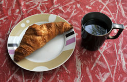 Круасант и кофе Стоковые Изображения
