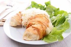 Круасант и сыр Стоковые Изображения