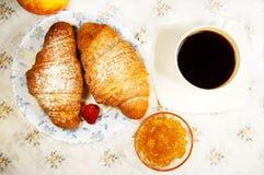 Круасант и чашка кофе Стоковое Фото