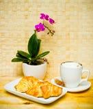 круасант кофе завтрака Стоковое фото RF