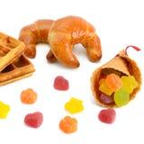Круассаны, waffles и мармелад изолированные на белизне Стоковое Фото