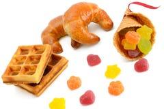 Круассаны, waffles и мармелад изолированные на белизне Стоковое фото RF