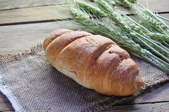 Круассан и колоски пшеницы Стоковое Изображение