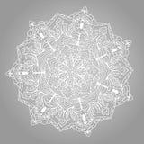 Круглая белая мандала с флористическим орнаментом на серой предпосылке Стоковое фото RF