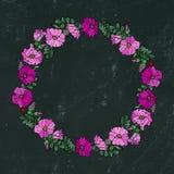 Круглая рамка с одичалыми розами Лето цветет поздравительная открытка или предпосылка свадьбы иллюстратор иллюстрации руки чертеж Стоковое Фото