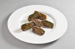 Круглое блюдо с кренами лист лозы Стоковые Фотографии RF