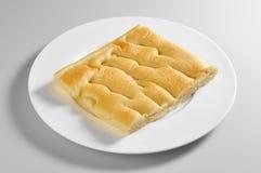 Круглое блюдо с куском Genoese focaccia Стоковые Фотографии RF