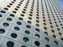 круглые окна небоскреба стоковое изображение rf