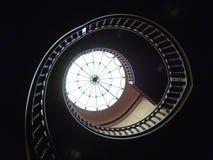 Круглые потолок и лестницы стоковая фотография rf