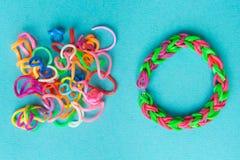 E Круглые резинкы для соткать свободного и браслета круглых резинк стоковое изображение