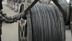 Круглые ролики для свертывая провода Фабрика провода сток-видео