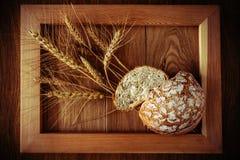 Круглые хлеб и колоски Стоковое фото RF