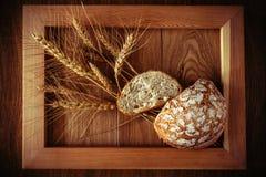 Круглые хлеб и колоски Стоковые Изображения