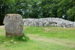 Круговая усыпальница пирамид из камней Clava и стоящего камня Стоковое Изображение