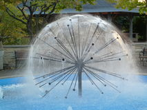Круговой современный фонтан Стоковые Фото
