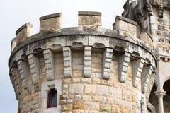 Круглая каменная башня замка на прогулке в городке Стоковая Фотография