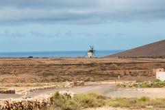 Круглая каменная ветрянка около Tefia на Фуэртевентуре Стоковое Изображение RF