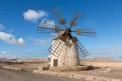 Круглая каменная ветрянка около Tefia на Фуэртевентуре, Стоковое фото RF