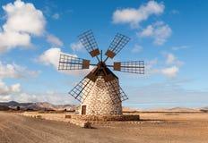 Круглая каменная ветрянка около Tefia на Фуэртевентуре, Стоковые Фото