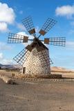 Круглая каменная ветрянка около Tefia на Фуэртевентуре, Стоковая Фотография