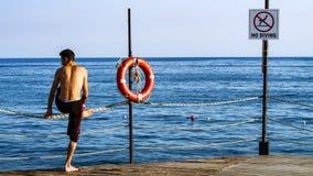 Круг и аварийное положение Lifebuoy стоковое изображение rf