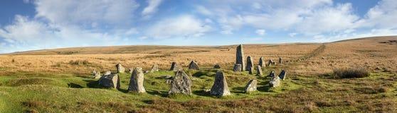 Круг камня Dartmoor на вниз скалистой вершине стоковая фотография