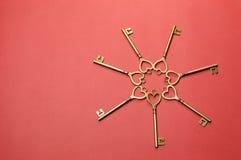 Круг ключей золота формы сердца - горизонтальных. Стоковые Фотографии RF