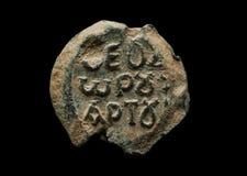 Круглое античное уплотнение столба с греческими письмами на ем Стоковая Фотография RF