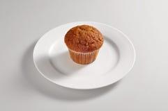 Круглое блюдо с булочками голубики Стоковые Фотографии RF