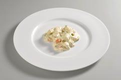 Круглое блюдо с салатом Olivier Стоковое Изображение RF