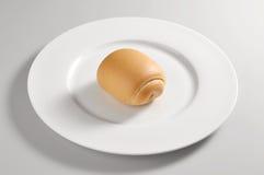 Круглое блюдо с хлебом молока Стоковая Фотография RF