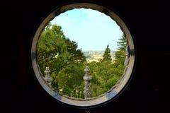 Круглое окно, который нужно благоустраивать в Португалии Стоковая Фотография