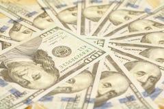 Круг сделанный от 100 счетов США доллара Стоковые Фотографии RF