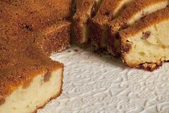Круглые вкусные булочки с изюминками с коркой Стоковые Фото