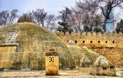 Круглые крыши старых общественных ванн в Баку стоковое фото