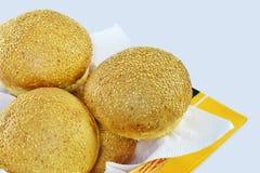 Круглые плюшки сандвича с семенами сезама Стоковое Изображение RF