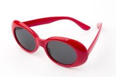 Круглые стекла изолированные на белой предпосылке, винтажные солнечные очки, красные стоковое изображение