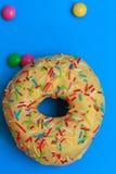 Круглые Donuts в поливе Стоковое Изображение RF
