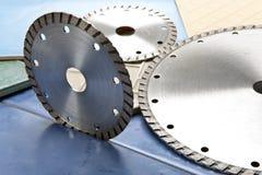 3 круглых инструмента против голубых конструкционных материалов Стоковые Изображения