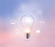 Круг электрической лампочки глобальный и сетевое подключение клиента значка на предпосылке пастельного цвета, канале Omni или Mul Стоковые Изображения RF