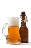 кружка бутылки пива полная Стоковое Фото