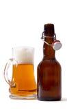 кружка бутылки пива полная Стоковые Изображения
